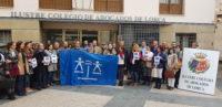 Casi un centenar de abogados colegiados de ICALorca se han concentrado en la puerta de la Sede del Colegio.